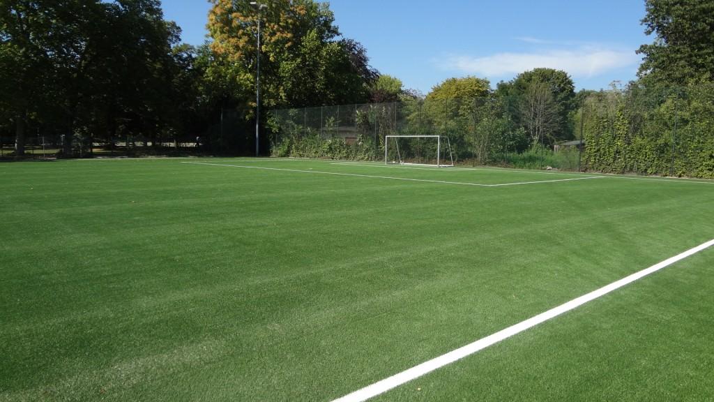 Kunststoffrasen Fußballfeld